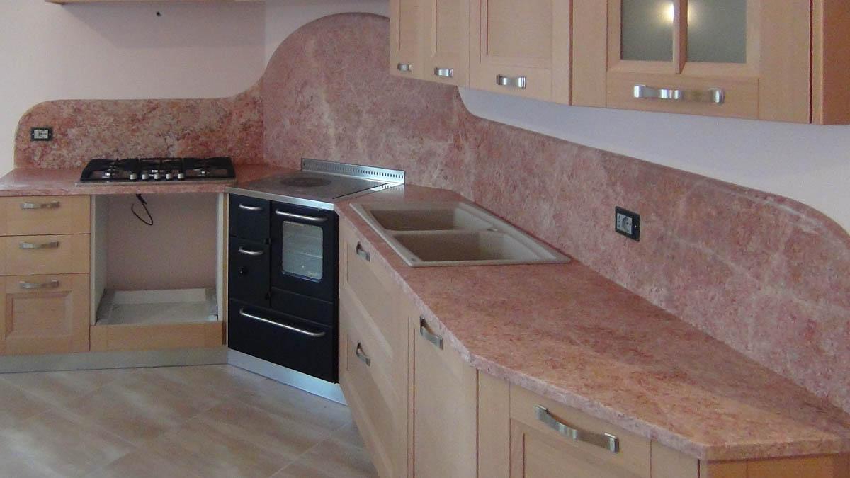 piano cucina in marmo rosa lagorai pietre