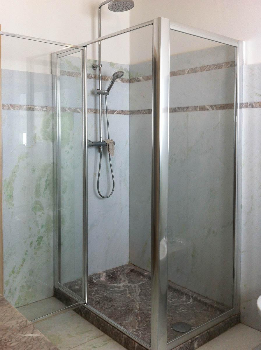 Lavelli e piatti doccia in pietra e marmo a pergine