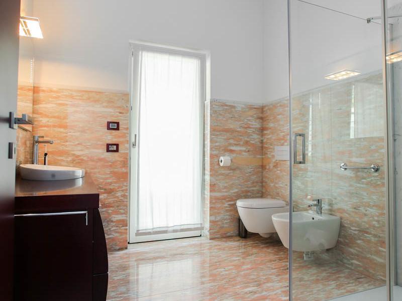 Bagno in marmo rosa lagorai pietre