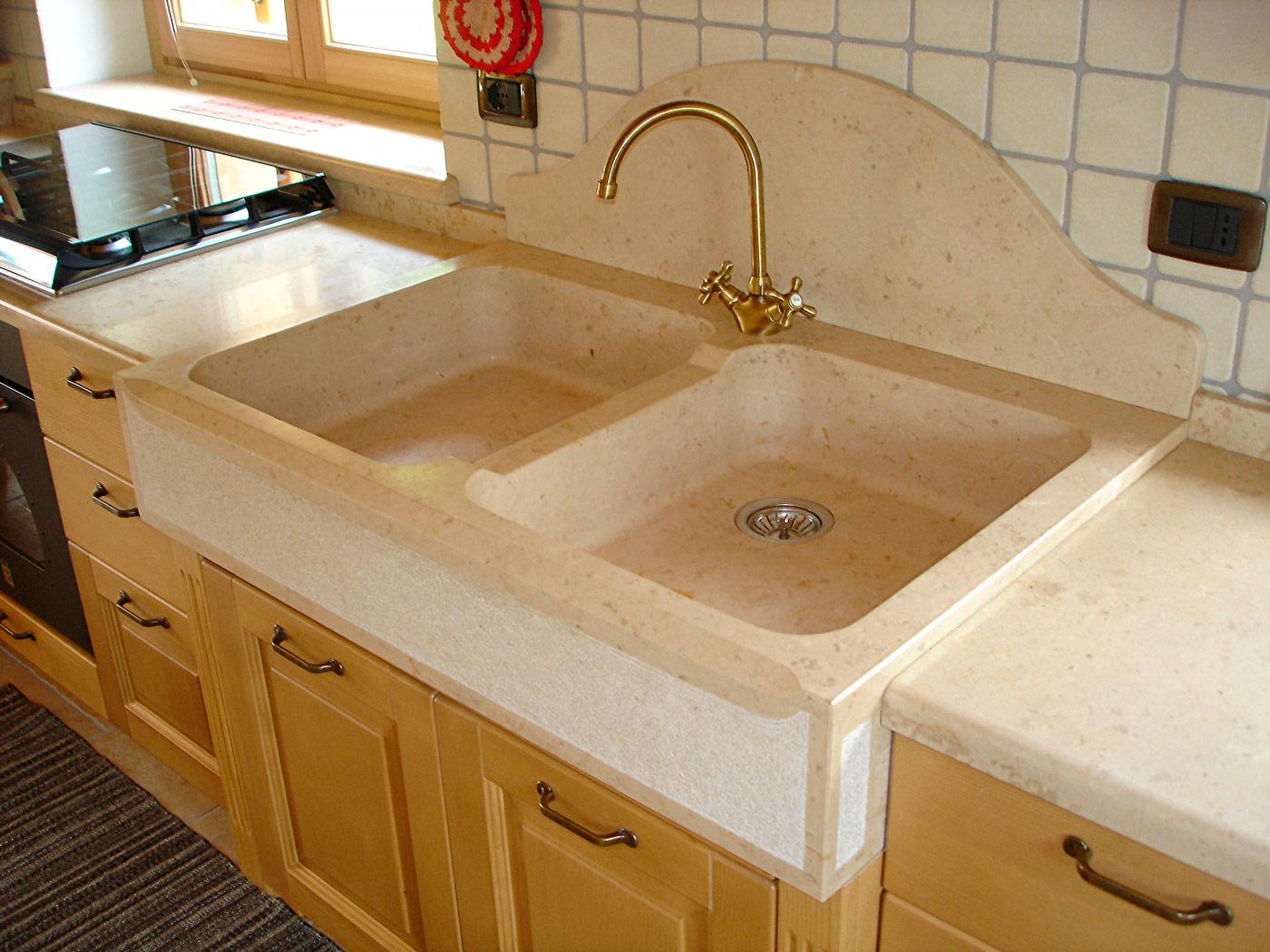 Lavelli e piatti doccia in pietra e marmo a Pergine - Lagorai Pietre