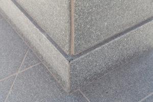 Zoccoli in pietra e marmo