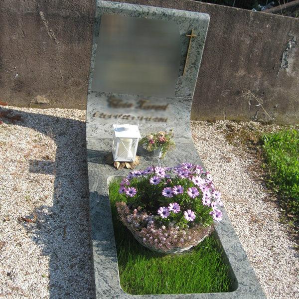 Arte funeraria in pietre naturali in Valsugana