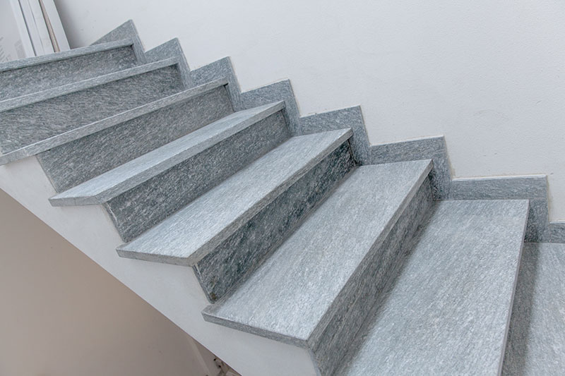 Scale in pietra per interni km04 regardsdefemmes for Scale in marmo per interni moderne
